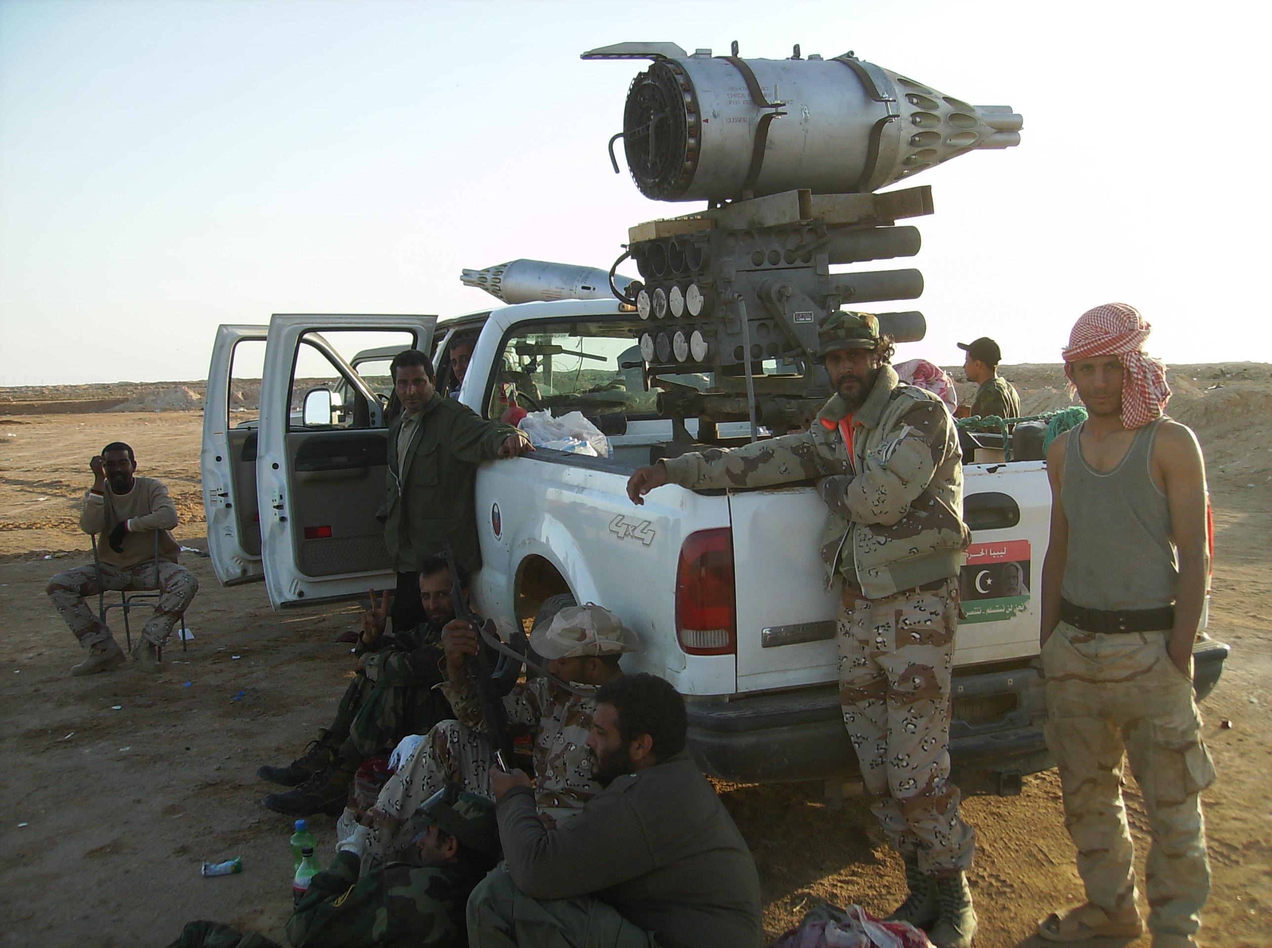 Αυτοοργανωμένοι μαχητές. Συστοιχία ρουκετών mi-24 τοποθετημένες σε 4x4